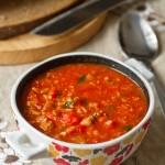 Томатный суп с фаршем и чечевицей